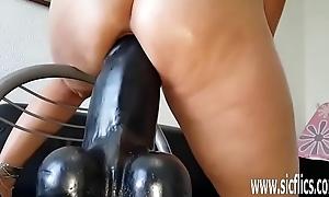 Sarahs majuscule dildo fucking orgasms