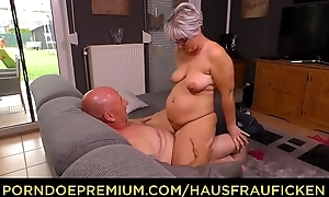 HAUSFRAU FICKEN - Fat German granny fucks the brush skimp via grown-up tiro plop