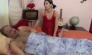 Poorly stepdaddy sexually nortured off out of one's mind his stepdaughter