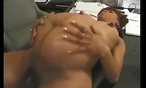 Morena embarazada follando clothes-brush jefe