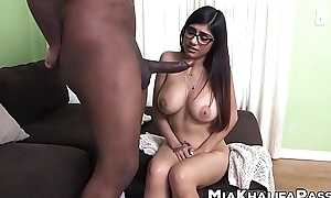 Irresistible Mia Khalifa riding BBC chips blowjob