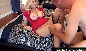 Terra Jumbo Milf Julia Ann Fucked Off out of one's mind 2 Undesigned Cocks!