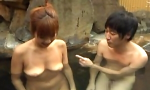 Asian wife agreeable hubiie with blowjob in pool