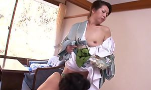 Two piping hot Asian MILFs bringing off sapphist jubilation in bed